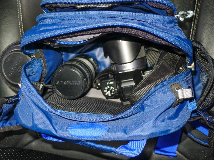 Inside the bag is the OMD with 14-45 lens attached, the 12-50 Olympus lens and in the size pocket the bulky (in comparison) Panasonic 45-200.