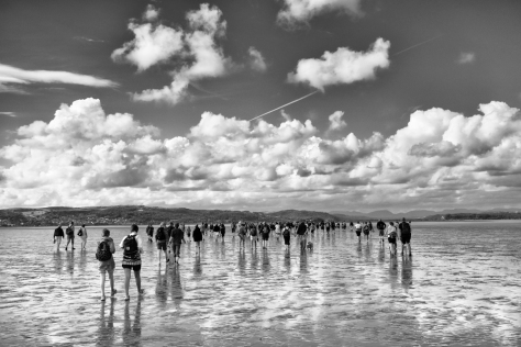 Crowds of walkers crossing the bay