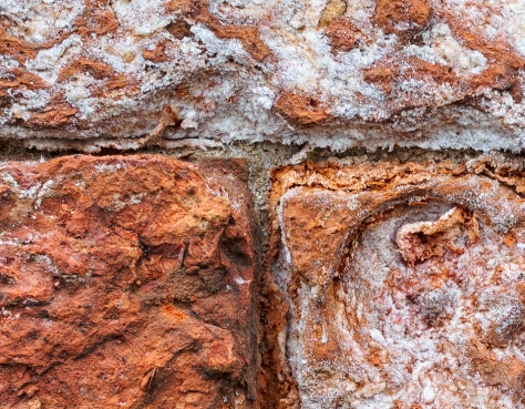 A 100% close up of a section of the wall shows just how much detail this lens can capture.