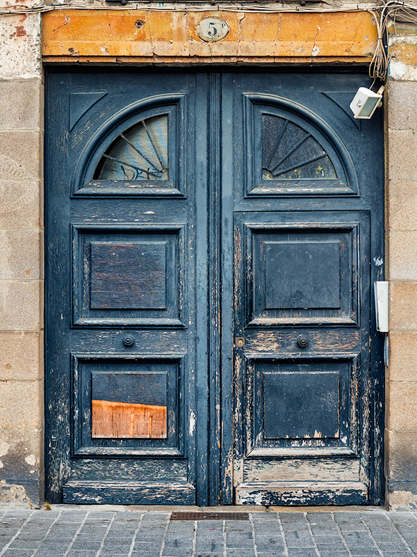 "Another door in Nantes, France. Olympus EM5 + 12-40mm Olympus lens. 1/60"" at f/4.0."