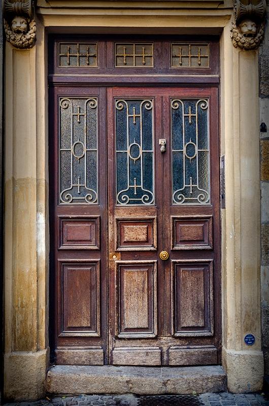 Doorway in Nantes, France. Olympus EM5 + 12-40mm Olympus lens.