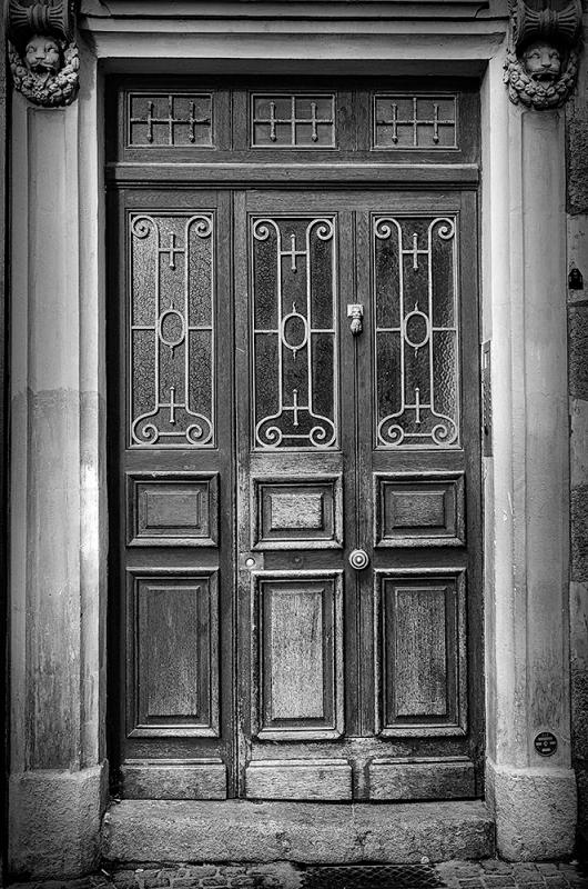 Doorway in Nantes, France